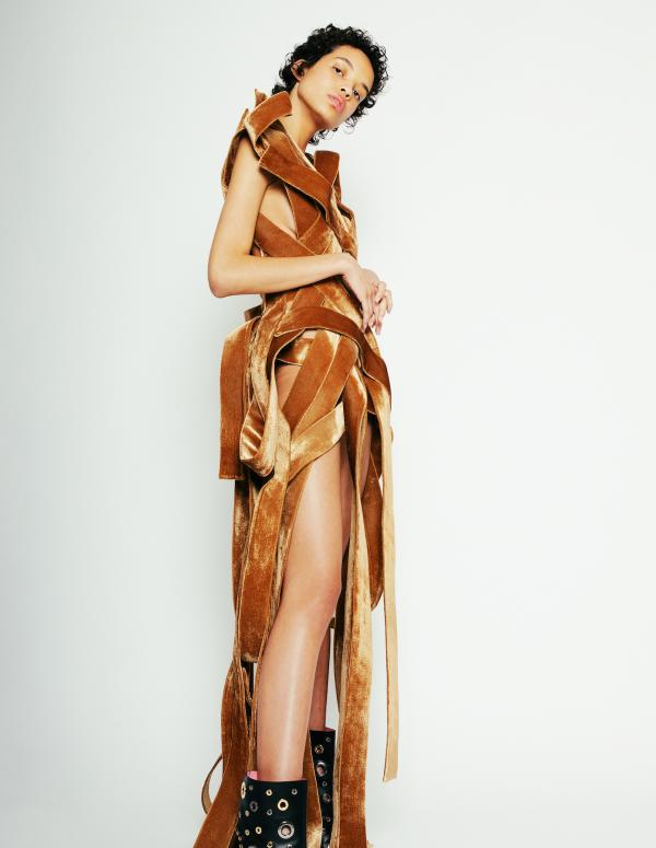 Claudia Fischer - LEVER Couture Lookbook - artistspool.com